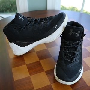 Under Armour 1274061-006 Youth Curry 3 5.5Y